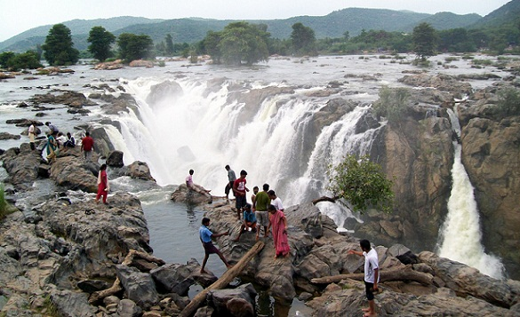 Scenic Places in India-Hogenakkal Waterfalls