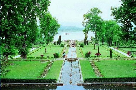 Srinagar Tourist Places to Visit-Nishat Garden