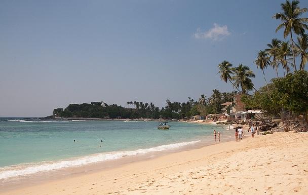 unawatuna-beach_sri-lanka-tourist-places
