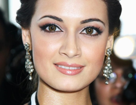 Dia Mirza eye secrets
