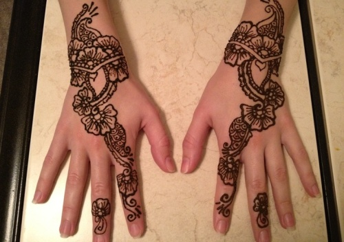 Flower Wali Mehndi : Adorable flower mehndi designs for hands and feet with