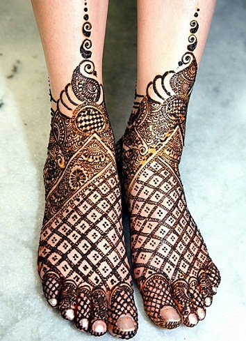 Arabic Mehendi Design for feet
