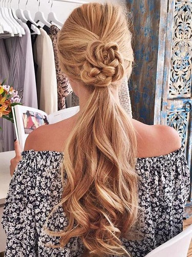 blonde-hairstyles-wavy-ponytail-with-a-braided-flower