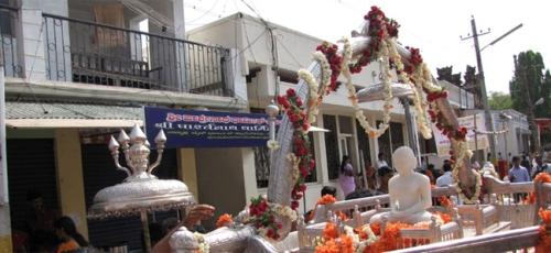 Mahavir Jayanti May