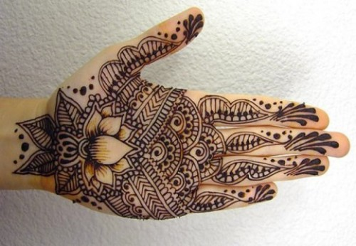 easy lotus mehndi design