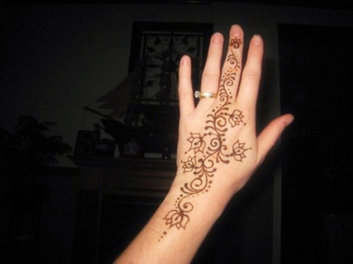 simple mehandi designs for hands