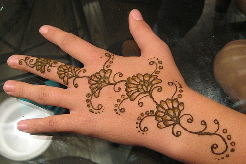 simple flower mehndi design