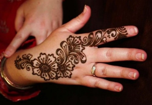 simple Mehndi Design on back hand
