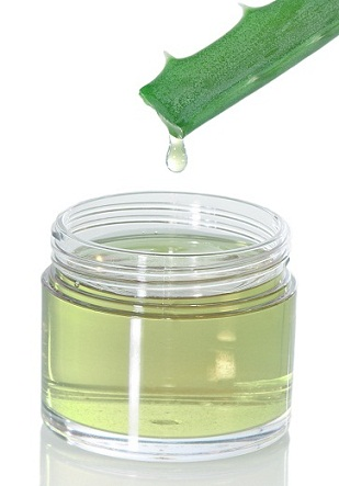 Aloe vera gel for smooth hair