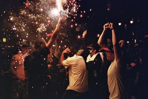 arrange-boys-night-party-for-wedding-anniversary