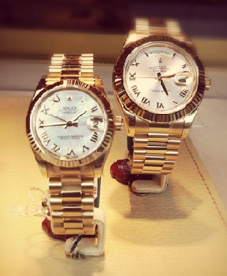 couple-watches-wedding-anniversary-gifts-for-parents
