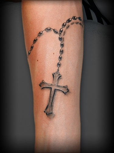 4f61b8770 For having a good tattoo design, there is no other religious icon or symbol  more commonly recognised today than the Christian Cross Designs.