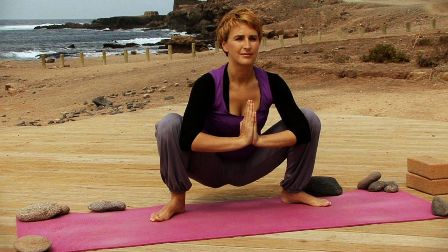 25 best yoga asanas for pregnant women what is safe and
