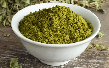 Henna powder to prevent premature hair greying