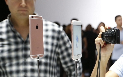 new-phone-wedding-anniversary-gifts-for-wife