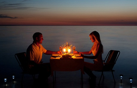 romantic-dinner-wedding-anniversary-gifts-for-wife