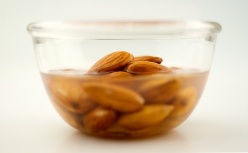 Benefits Of Soaked Almonds For Skin, Hair & Health