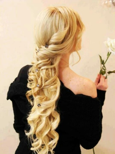 Spring Curly Hairstyle