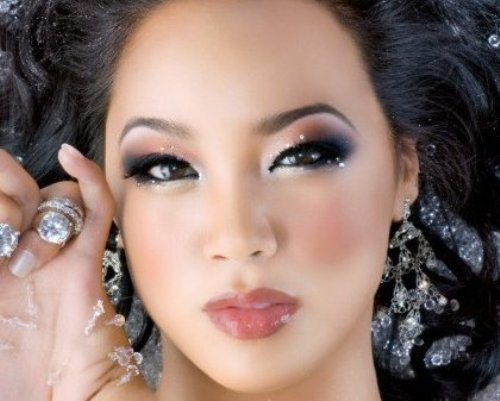 The Bold Eye is a very beautiful design for young Asian women. If you can apply it the right way you will look like a complete celebrity.