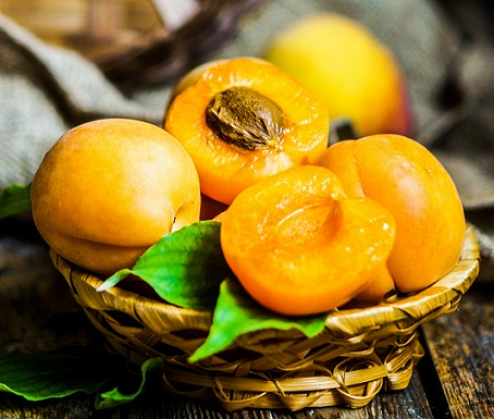 Apricots fr oily skin