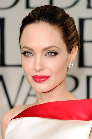 Photo of Angelina Jolie and her 2017 glamorous make up style, products & tips