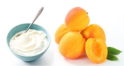 Apricots and yogurt