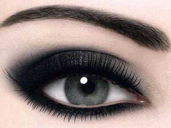 How to do Black Eye Makeup? | Styles At