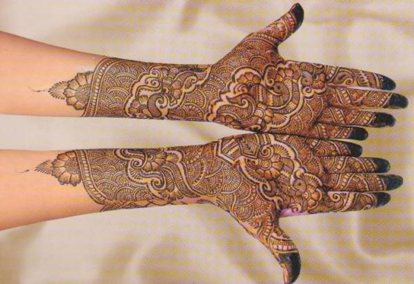 Peacock Mehandi Design For Bridal Hands