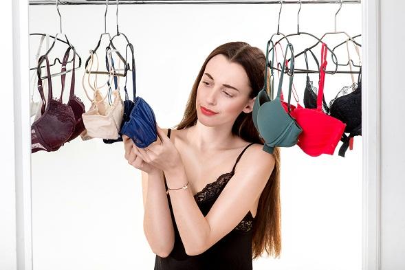 Chossing bra shop