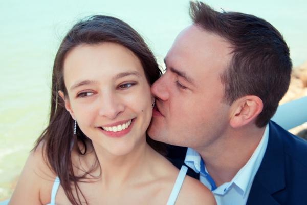 Earlobe kiss meaning