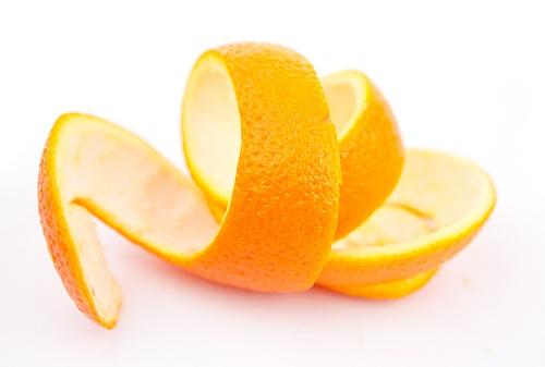 Hair Care Tips for Oily Hair -Applying Orange Peels