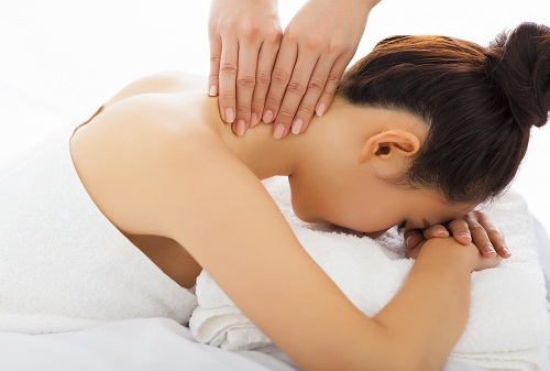 Home Remedies For Neck Pain - Get a Massage