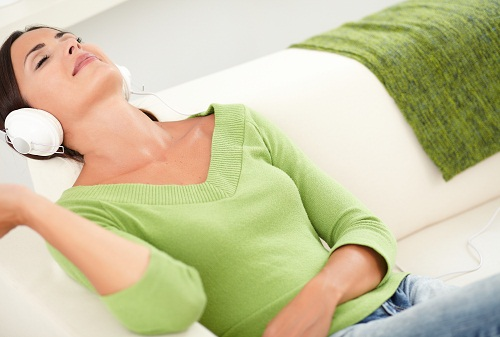 Home Remedies For Neck Pain - Relax and Lie Down