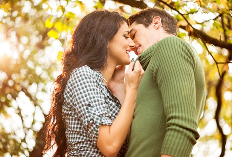 sweet and simple kiss-different types of kisses