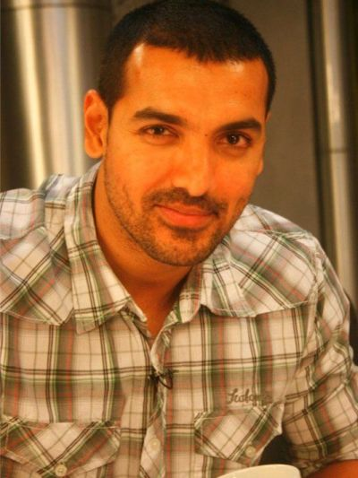 9 Pictures Of John Abraham With And Without Makeup
