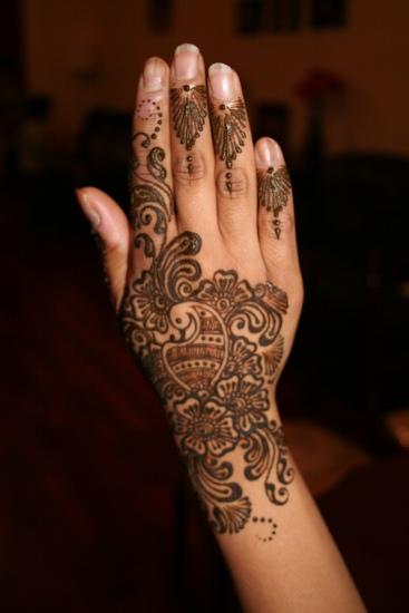 Back Hand Girls Mehndi Design
