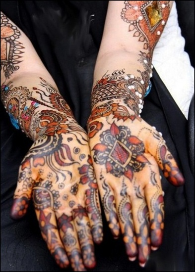 colored mehndi design