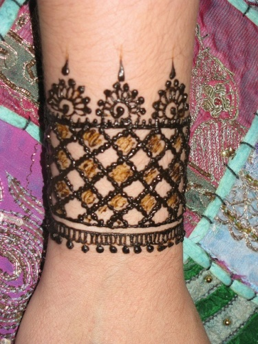 Top 10 Henna Wrist Cuff Designs To Try: 8 Awesome And Exquisite Mughlai Mehndi Designs