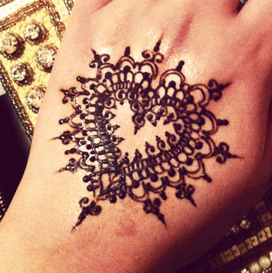 Mehndi Patterns We Heart It : Trending heart shaped mehndi designs with pictures