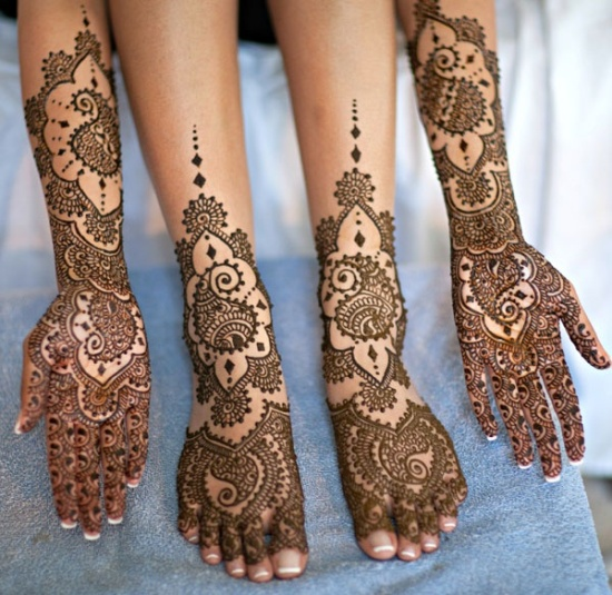 Intricate Pakistani Mehndi Designs for Hands And Legs