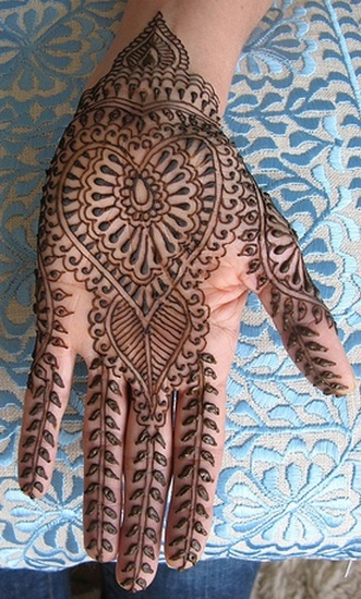 Heart Shape Pakistani Mehandi Designs for Girls Party