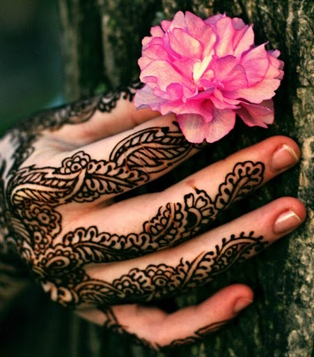 Dark Layered Pakistani Mehndi Design