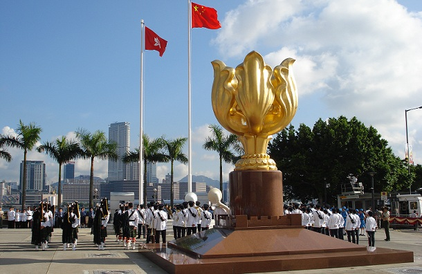 golden-bauhinia-square_hong-kong-tourist-places