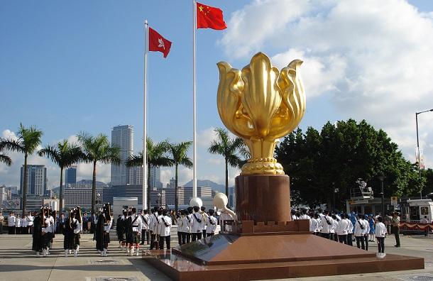 golden-bauhinia-square_hong-kong-tourist-places