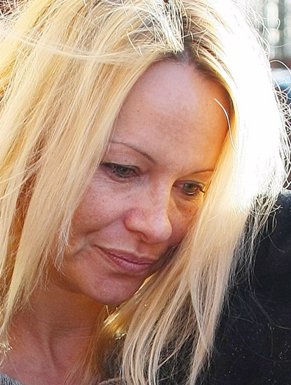 Pamela Anderson without makeup 2
