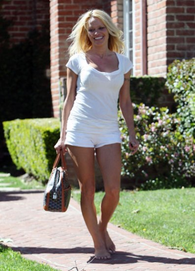 Pamela Anderson without makeup 3