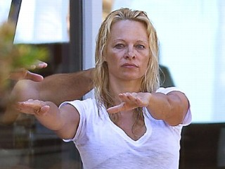 Pamela Anderson without makeup 6