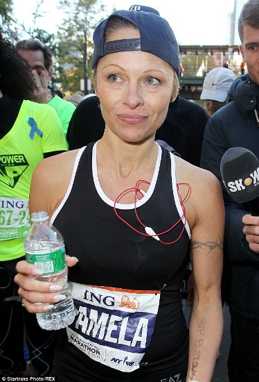 Pamela Anderson without makeup 9
