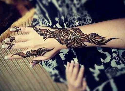 Latest Flower Mehndi Design : Simple and easy mehndi designs for beginners with images