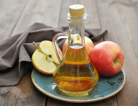 Home Remedies for Dandruff - Apple cider vinegar
